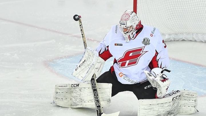 «Авангард» пропустил три шайбы за четыре минуты в матче с «Сибирью»