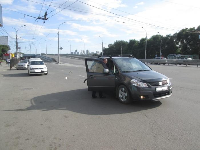 Suzuki SX4 задел открытую дверцу