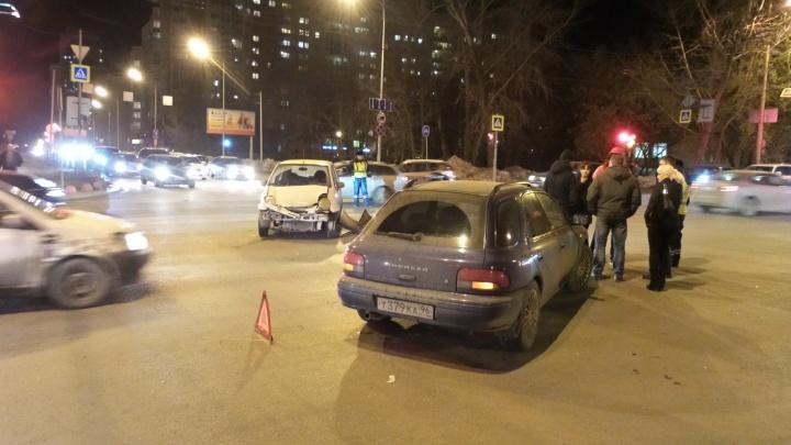 В районе Автовокзала две столкнувшиеся легковушки парализовали движение троллейбусов