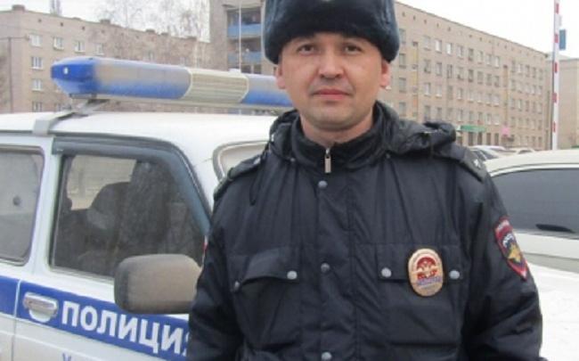 В Башкирии полицейский спас утопающую девушку