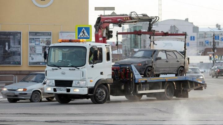 Выгодная эвакуация: в Челябинске увозят на штрафстоянку по 80 машин в день