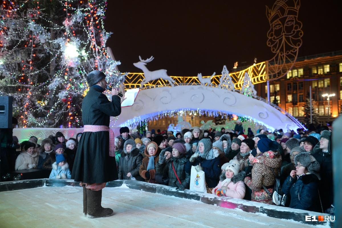 Снегурочкой была Мисс Екатеринбург: фоторепортаж с открытия ледового городка на площади 1905 года