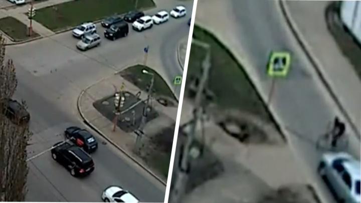 Водитель отечественной легковушки сбил 12-летнего школьника в Стерлитамаке под объективом камеры