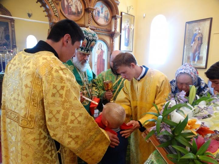 Там глава епархии совершил Божественную литургию