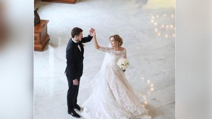 Внук Владислава Третьяка женился на стюардессе из Челябинска