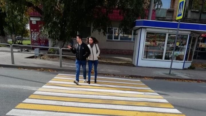 На пересечении Ново-Садовой и Советской Армии появился новый пешеходный переход