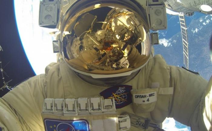 Сергей Прокопьев выходит в открытый космос во второй раз