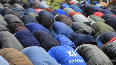 Утренний намаз и выбор барана: смотрим, как мусульмане празднуют Курбан-байрам в Архангельске