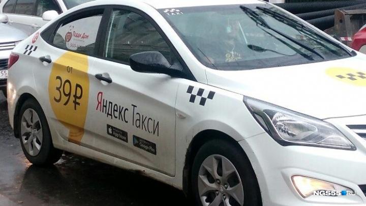 В госавтоинспекции рассказали о задержании неадекватного водителя машины с наклейками Яндекс.Такси