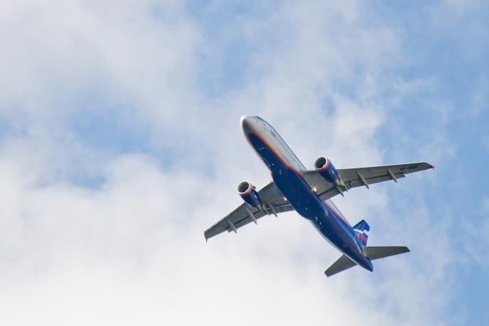 Отмену рейсов в авиакомпании объяснили плохой очисткой взлётных полос