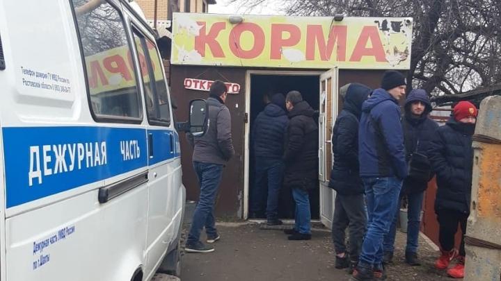 В Шахтах полиция накрыла магазин кормов для животных. Его владелец продавал насвай школьникам