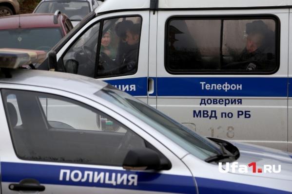 Оперативники наложили арест на автомобили аферистки