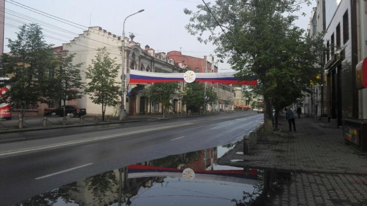 Ко Дню города центр украсили яркими лентами