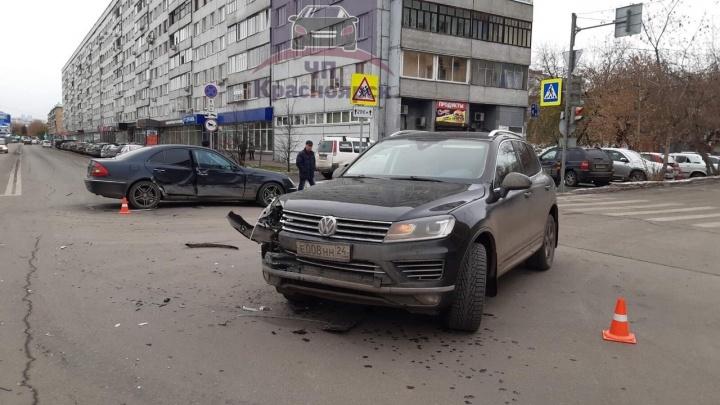 Неработающий светофор на Дубровинского привел к ДТП с «Мерседесом»
