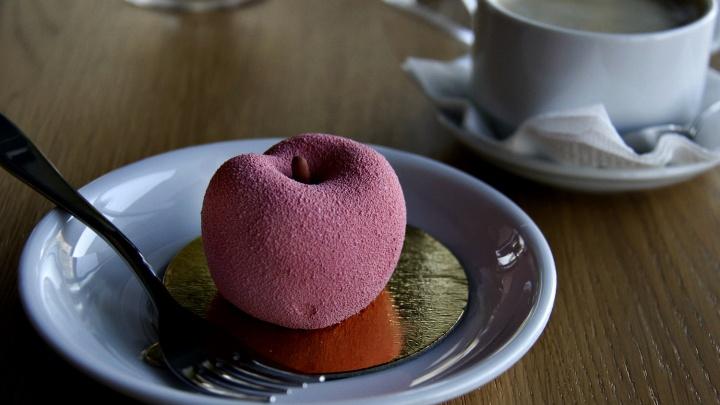 Однофамилец известного кондитера открыл у Центрального рынка кафе с десертами в форме фруктов