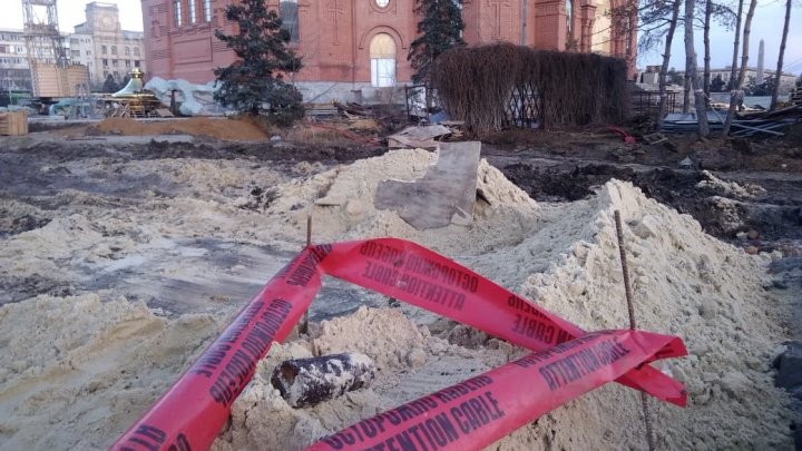 В центре Волгограда у Александро-Невского собора нашли артиллерийский снаряд