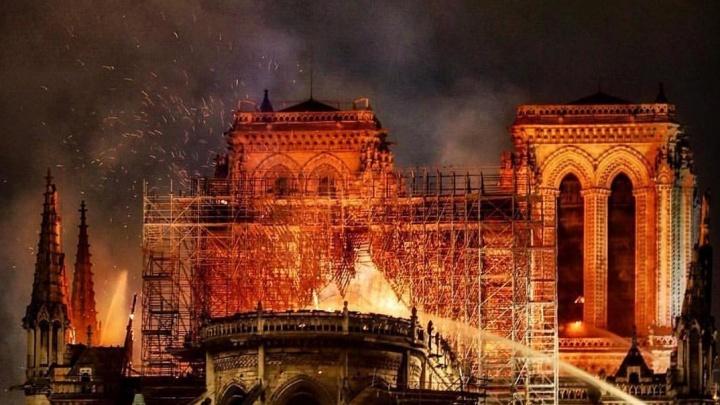 «Трагедия. Нотр-Дам всё!»: нижегородцы поделились воспоминаниями о главном соборе Парижа и Европы