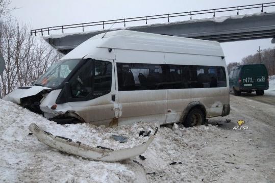 В массовой аварии на Пашинском шоссе пострадали все пассажиры маршрутки