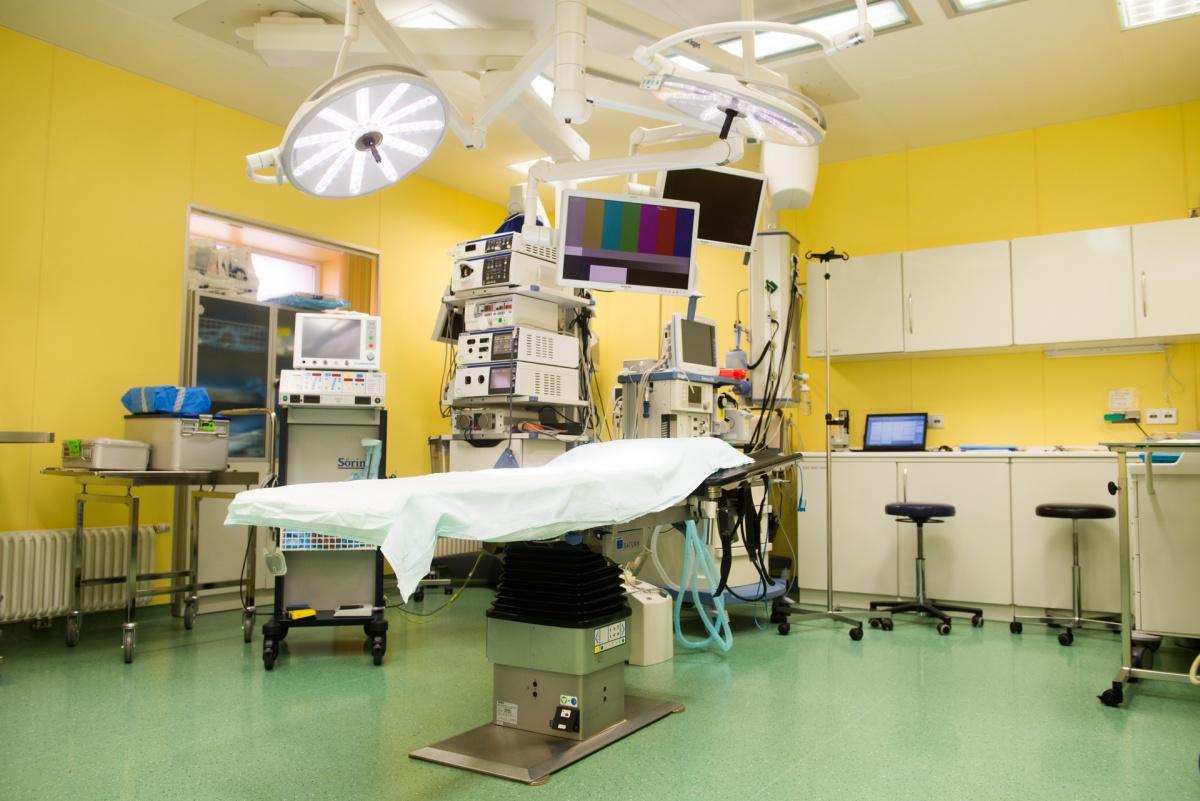 Хирург клиники «УГМК-Здоровье» отмечает, что в начале 2000-х годов о таком оборудовании нельзя было даже мечтать