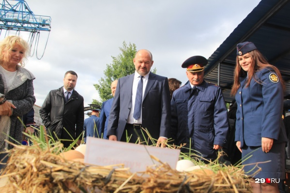 Колония №1 и один из экспонатов экскурсии для губернатора: куриные яйца