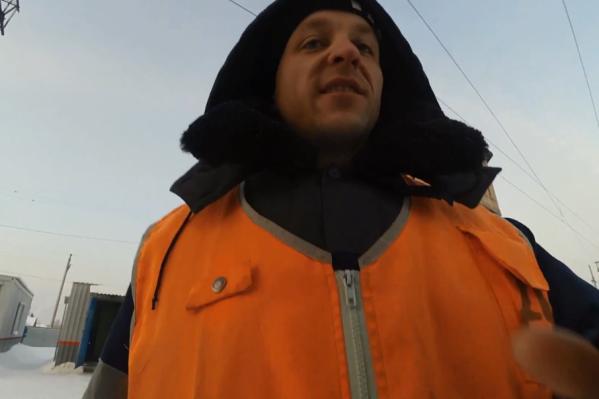 Сотрудник РЖД отнял у Павла камеру и выбросил в снег