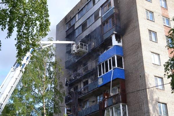 Пожар, по словам очевидцев, начался с четвертого этажа