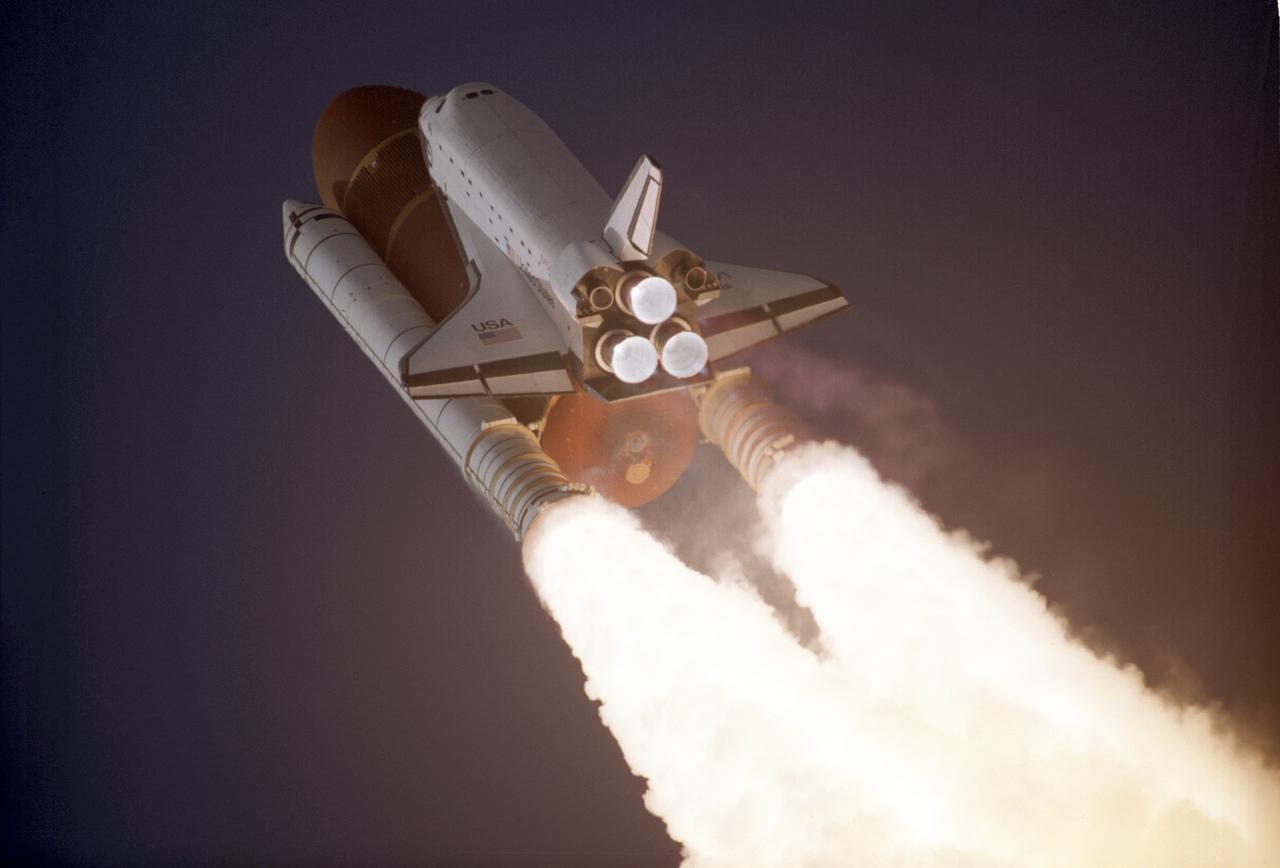 Старт шаттла «Атлантис», первого из космических челноков