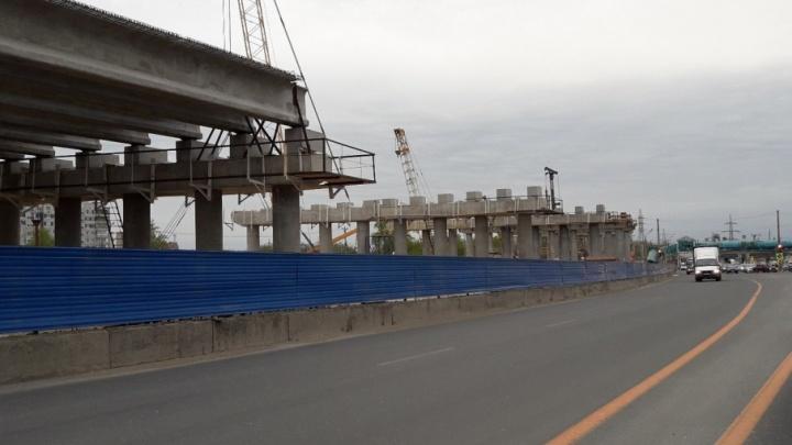 Дорогу поднимут над землей на 18 метров: трехуровневая развязка в Тольятти готова на 22%