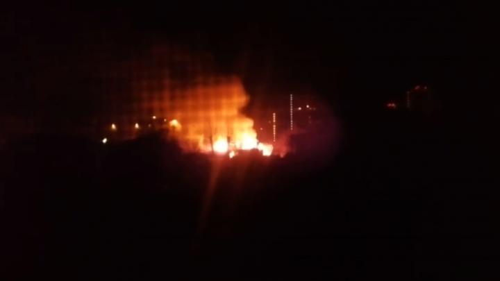На Московской во второй раз за два месяца сгорел заброшенный дом