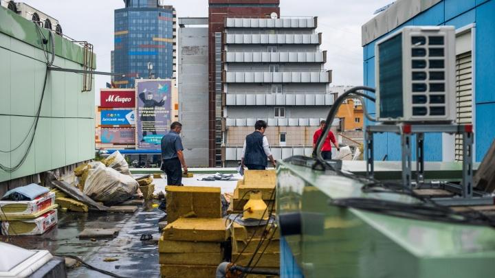 Потопа не будет: рабочиепосле скандала залатали крышу огромной больницы (обновлено)