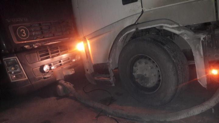 На трассе –38: спасатели четыре часа отогревали водителей и фуру на федеральной дороге