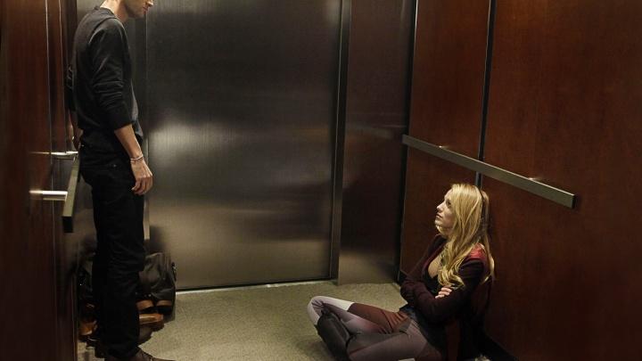 Год в лифте. Семья застряла прямо в новогоднюю ночь
