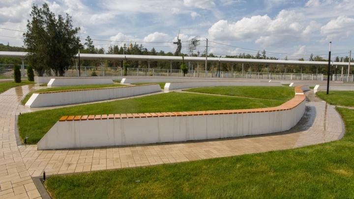 Мемориальный парк у Мамаева кургана откроют без Дениса Майданова