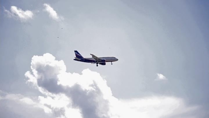 «Вместо 2,5 часов летели 5»: из-за непогоды долетевший до Норильска самолет развернули в Красноярск