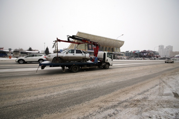После эвакуации некоторые владельцы машин находят на них повреждения