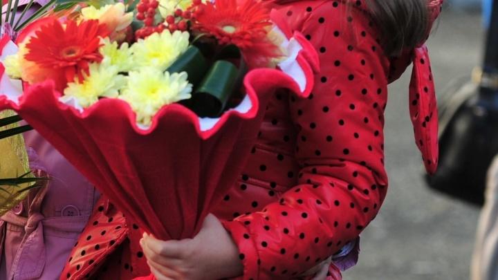 На Урале отец-алиментщик подарил на 1 сентября тринадцатилетней дочери половину своего дома