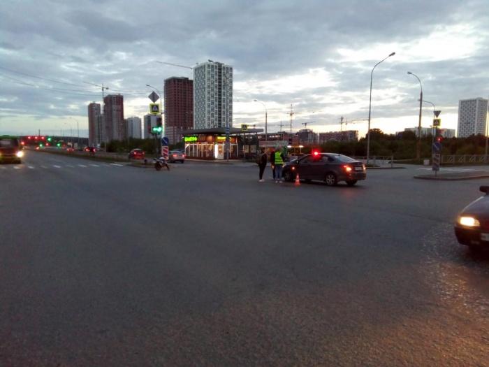 Парень врезался в машину, которая ехала в попутном направлении