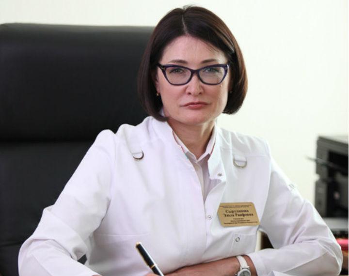 Эльза Сыртланова на рабочем месте и уходить с занимаемой должности не планировала