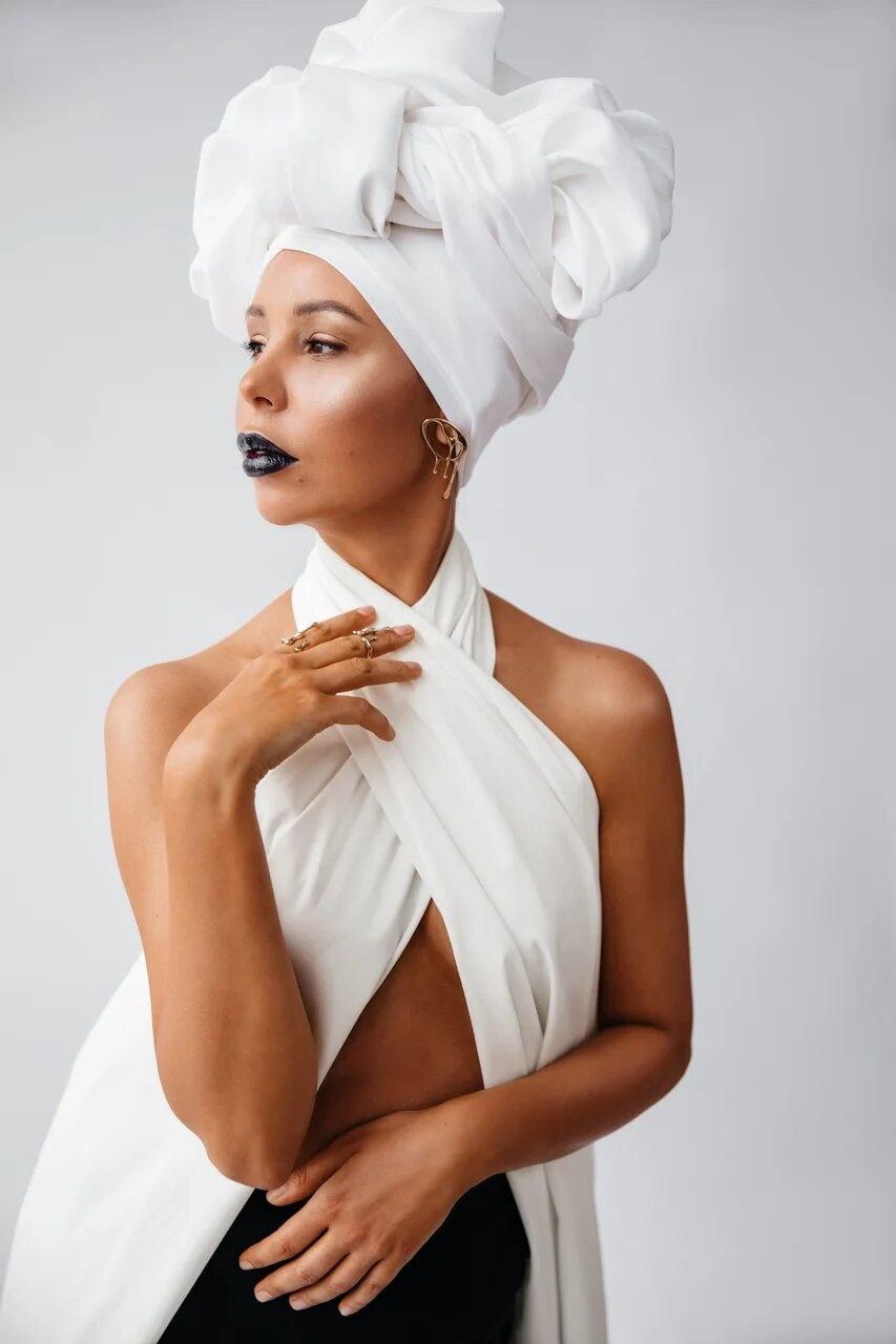 Стилисты отмечают, что, несмотря на брюки и волевой характер, нигерийская женщина остается сексуальной и нежной