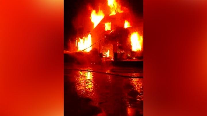 «Все стояли, делали селфи»: новосибирец снял видео пожара в Шерегеше