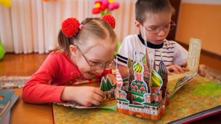 Слабовидящие дети в Уфе и Кумертау получили в подарок серию тактильных книг
