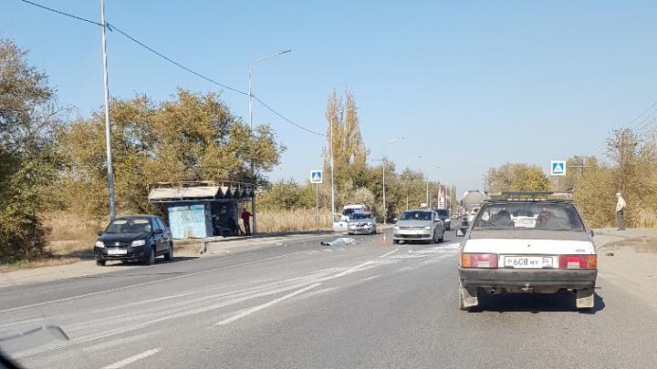«Отлетела на 24 метра»: в Волгограде в нескольких метрах от остановки задавили пожилую женщину