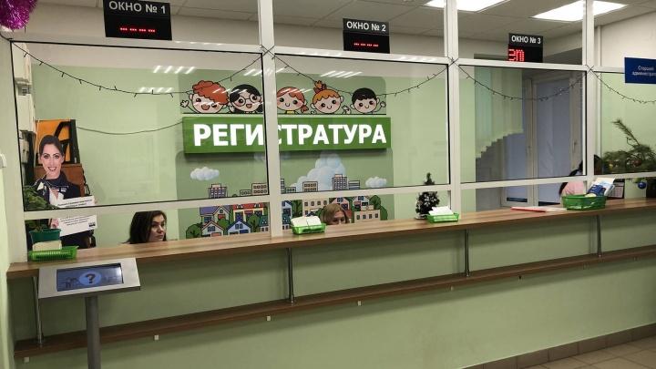 В детской поликлинике Архангельска реконструировали холл и внедрили электронную регистратуру