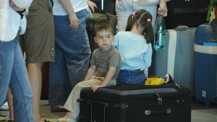 Лайфхак в дорогу: без каких документов детей не выпустят из страны
