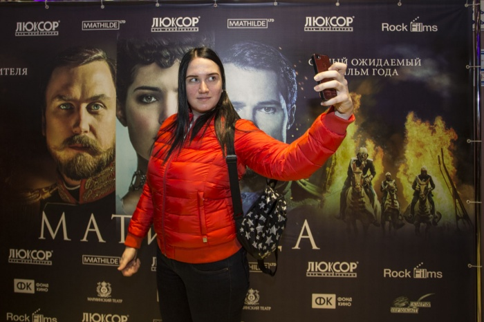 В Новосибирске кино показали на месяц раньше