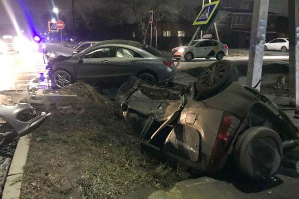В перевернувшемся автомобиле пострадал мужчина