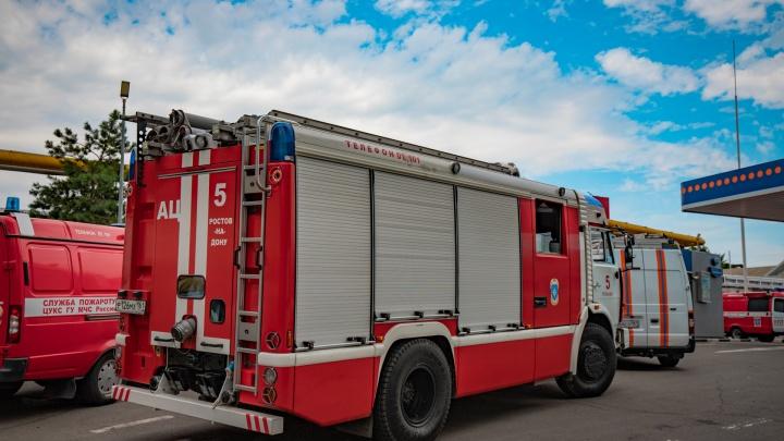 Один погиб и один пострадал: за вечер в Ростовской области сгорели два частных дома