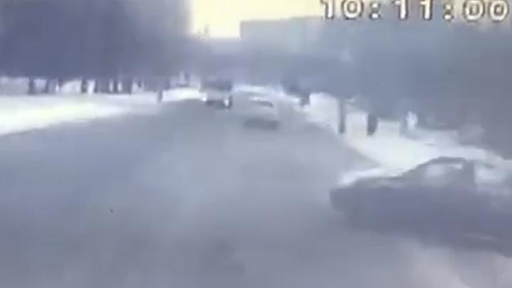За секунду до аварии: первое видео страшного ДТП двух автобусов на Крупской