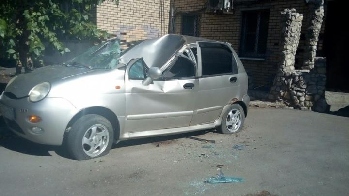 «Услышала хлопок, потом — крики»: в Тольятти женщина упала с 14-го этажа на машину