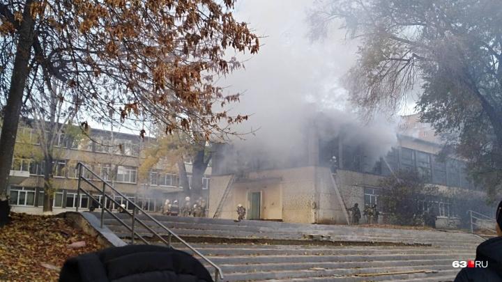 В Самаре на улице Мориса Тореза горела школа